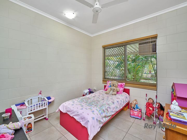 14 Beagle Close, Bentley Park, QLD