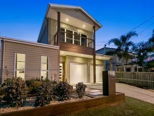 Luxurious executive residence with city views! Inspection by appointment. - Greenslopes
