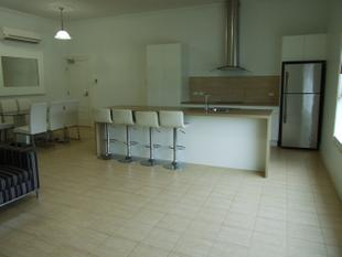 Partly Furnished Executive Appartment - Longreach