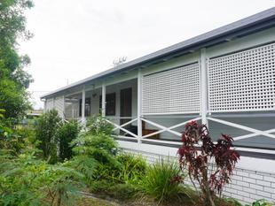 WELL LOCATED PRIVATE & A/c 3 BEDROOM-BEAUTIFUL VERANDAH - Springwood