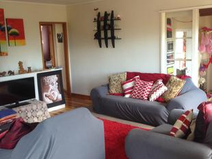 4 bedroom house just across the reserve - Glenfield