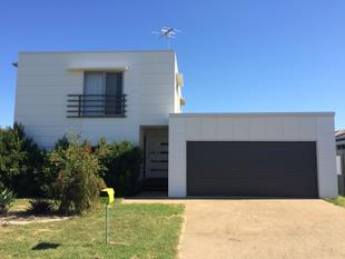 ECO FRIENDLY MODERN HOME WITH LIVING UPSTAIRS - Gracemere