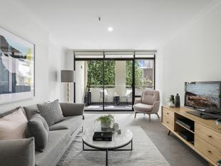 Oversized warehouse apartment in cultural hub - Chippendale
