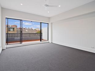Mezzanine Style One Bedroom Apartment in Central Locale - Surry Hills