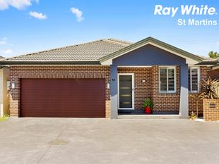 Only 4 Years Young Family Home - Walk to Stanhope Gardens Shopping Village and Parklea Markets (Entrance off Damien Drive) - Stanhope Gardens