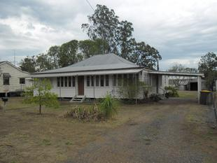 Queenslander Style Home - On Large Block - Miles