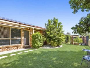 Superbly Presented Duplex - Coombabah