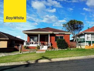 3 BEDROOM HOME CLOSE TO BEACH! - Port Kembla