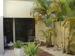 CENTRALLY LOCATED TOWNHOUSE - Runaway Bay