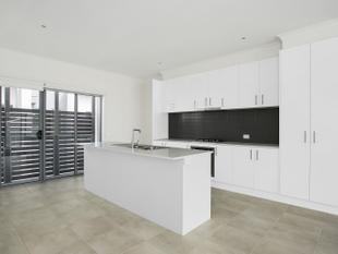 Cosmopolitan living in the heart of Mornington Available on a 6-12 month lease - Mornington