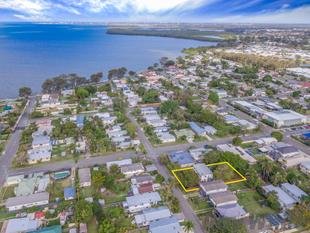 LAND IS KING!! 810m2 URBAN NEIGHBOURHOOD ZONING - GOLDEN OPPORTUNITY!! - Deception Bay