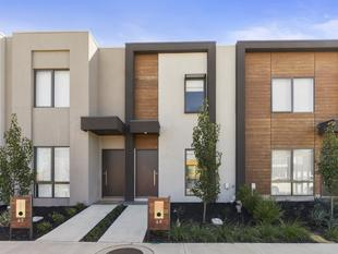 Modern Comfortable Townhome - Point Cook