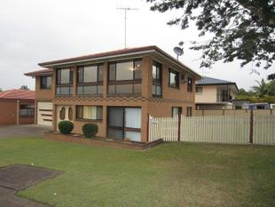 Great Family Home in a Desirable Location! - Mansfield