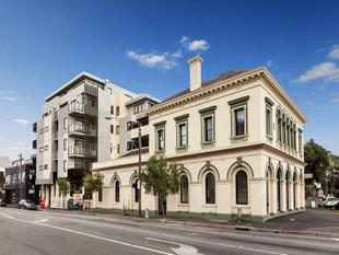 LARGE AND SPACIOUS ONE BEDROOM APARTMENT IN ST KILDA - St Kilda