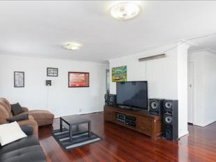 Air-conditioned 3 Bedroom Unit in Small Complex, WITH A POOL! - Kangaroo Point