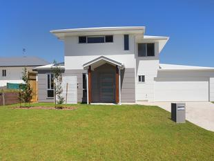 Near new two level glorious home - Peregian Springs