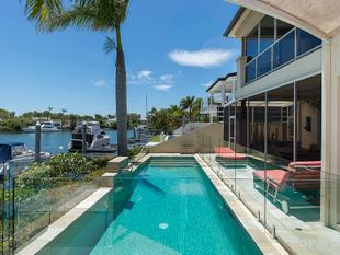 North Facing Harbour Front Mansion - Sanctuary Cove