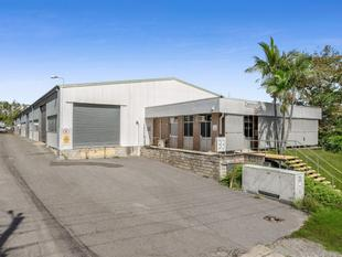 Highly Exposed Office and Warehouse - Sumner
