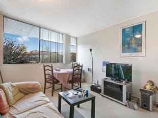 ONE BEDROOM UNIT CLOSE TO EVERYTHING CONVENIENT - Indooroopilly