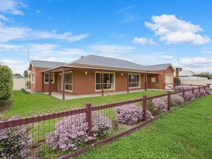 LOW MAINTENANCE LIVING IN AN IDEAL LOCATION - Mortlake
