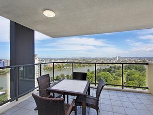 A UNIQUE HIGH FLOOR OPPORTUNITY - EXPANSIVE VIEWS - Brisbane