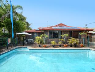 Dual Living Property on the Largest Block of Land in Acanthus  Avenue! - Burleigh Heads