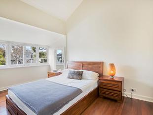 CHARACHTER FILLED HOME IN DESIREABLE LOCATION - Woollahra