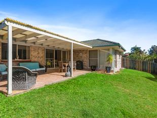 Large family home in perfect location! - Elanora