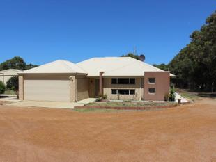 SPACIOUS HOME WITH GUEST QUARTERS & SOLAR POWER - Dongara