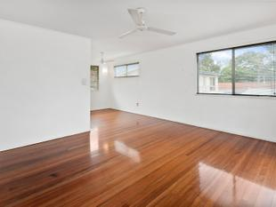 SPACIOUS, FULLY FENCED! - Alexandra Hills