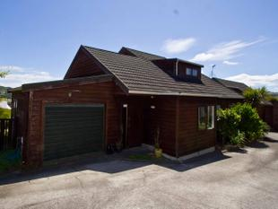 3 Bedroom Standalone House + Garage - Churton Park