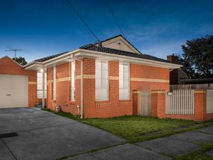 Convenient Start, Unbeatable Investment - Clayton South