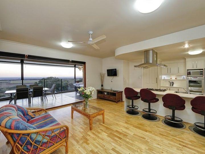 17 Finemore Crescent, Qunaba, QLD