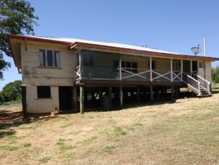 AUCTION  -  Large 4 Bedroom + Sunroom/Office High-set Home - Suit Any Large Family - Eidsvold