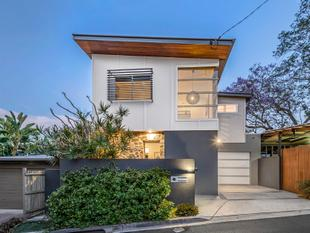 The Kevin Hayes Small Street House....Under Contract! - Teneriffe