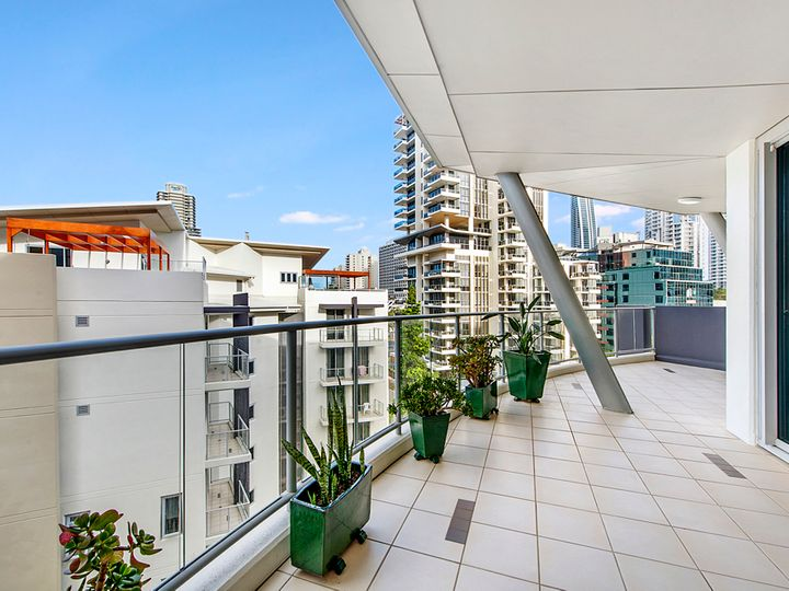 21 Cypress Avenue, Surfers Paradise, QLD