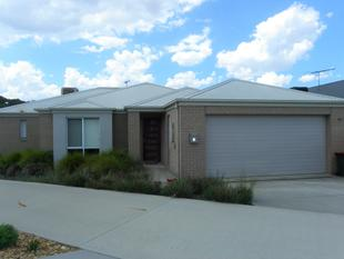 Modern townhouse in Cambourne Park Estate - Wodonga