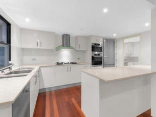 UNIQUE OPPORTUNITY - FANTASTIC TWO LEVEL SPACIOUS APARTMENT IN THE HEART OF PADDINGTON - Paddington