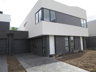 BRAND NEW AND SPACIOUS TOWN RESIDENCE - Clayton