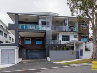Modern living at its finest! - Coorparoo
