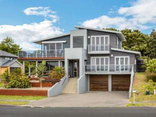 LIVE WITHIN METRES OF THE BEACH - One Tree Point