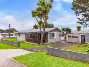 Fantastic opportunity on 918m2 - Mangere Bridge