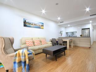 Designer Apartment with a large study potential conversion to a bedroom - Lane Cove