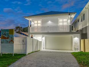 Luxurious Designer Home in Sought-After Ashgrove Precinct - Ashgrove