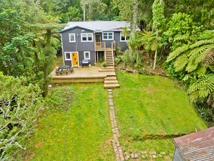 Affordable character home on 1014 m2 - Titirangi