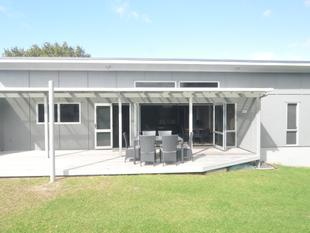 VERY SMART BEACH HOUSE - Whangamata