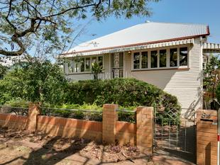 Beautiful Cottage in Blue Chip Hendra Location Must be Sold. - Hendra
