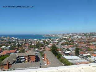 QUIETLY SECLUDED TWO BEDROOM UNIT IN THE RIVIERA BUILDING! - North Bondi
