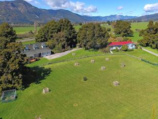 GOLDEN BAY LIFESTYLE WITH A BIT ON THE SIDE - Takaka