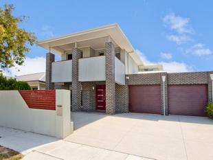 OPULENT TWO STOREY FAMILY HOME WITH LUXURIOUS APPOINTMENTS! - Henley Beach